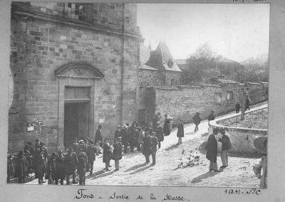 Fons - Sortie de messe - 1904