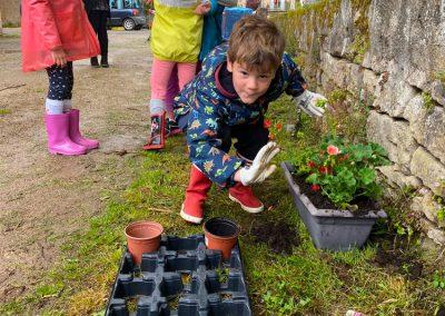 Fleurissement du village avec les enfants